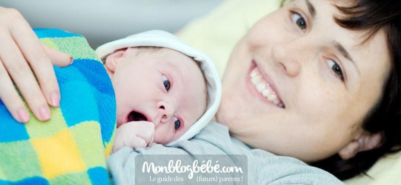 Enceinte expat : annoncer la naissance à la famille éloignée