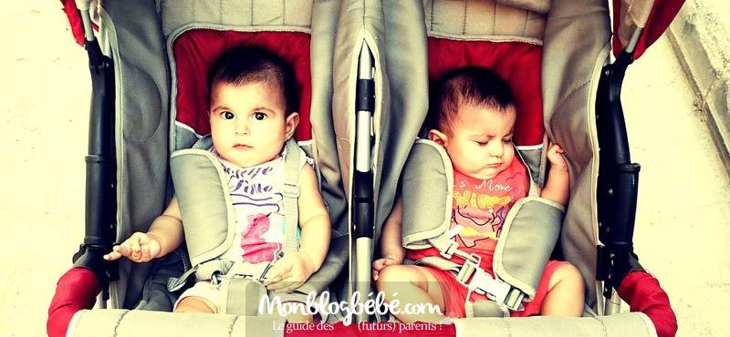 """Poussette pour jumeaux : on privilégiera la poussette """"côte à côte"""" pour que les jumeaux puissent profiter de la même vue lors des promenades"""